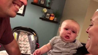 Bebê Fica Com Ciumes Quando O Papai Com A Mamãe Se Beijam, Muito Fofo!