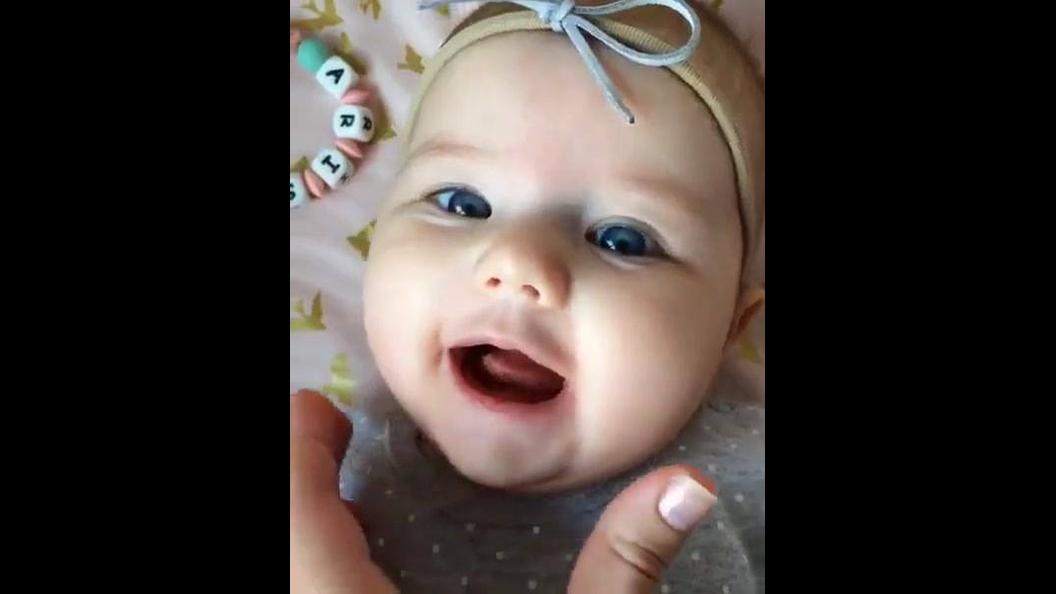 Bebê fofa para Facebook