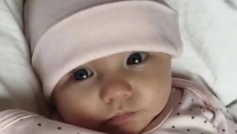 Bebê Fofinho Com Touca, Esses Barulhinhos Derrete Qualquer Coração De Mãe!
