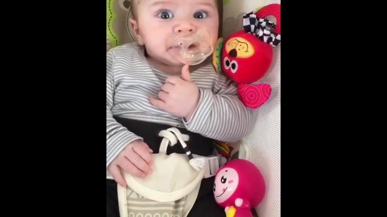 Bebê fofo para compartilhar na internet
