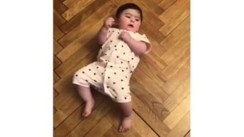 Bebê Gatinhando De Costas, Olha Só Que Ser Humano Mais Fofinho!