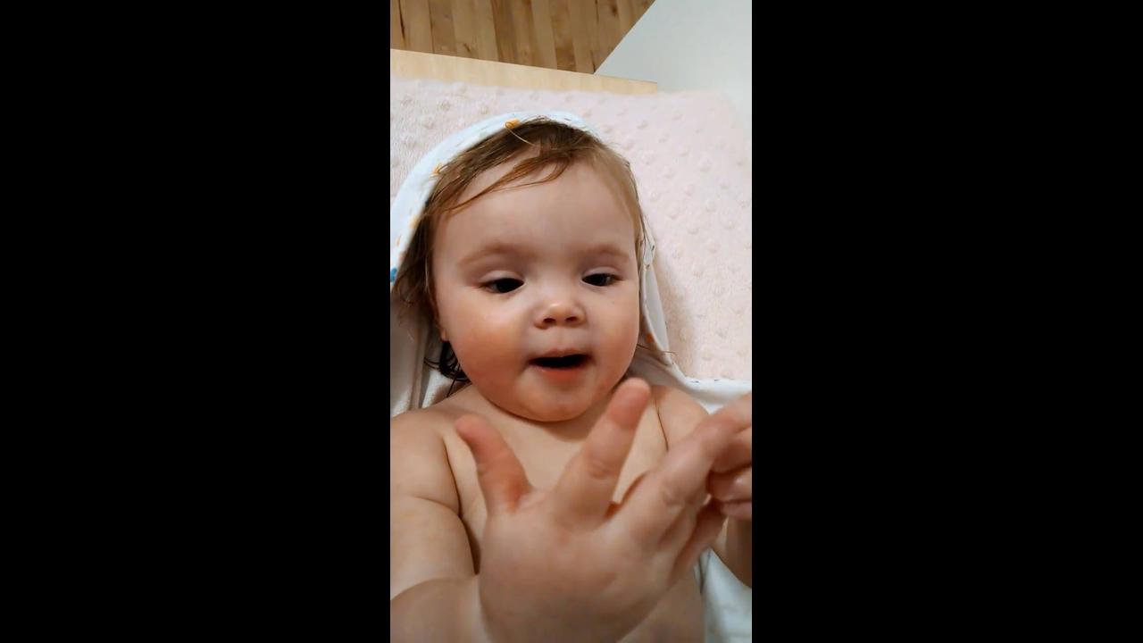 Bebê linda cantando em inglês,que lindinha meu Deus, confira!!!