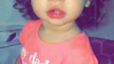 Bebê Linda Com Cachinhos E Olhão Azul, Impossível Não Se Apaixonar!