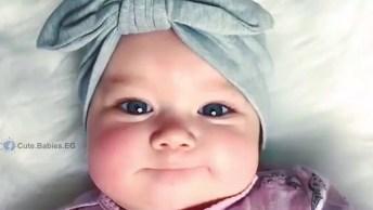 Bebê Linda Com Linda Toquinha Com Laço, E Essa Bochecha Que Fofura!