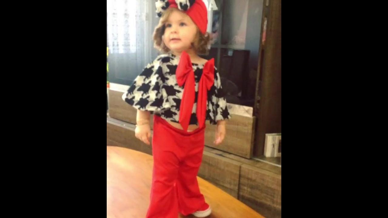 Bebê linda dançando, olha só que roupinha mais fofa gente!!!