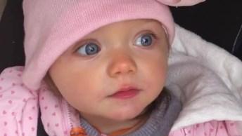 Bebê Linda Mandando Beijinhos, Você Vai Se Apaixonar Por Essa Fofura!