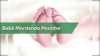 Bebê Linda Mordendo Pesinho, Como É Fofinha Meu Deus, Bebês São Abençoados!