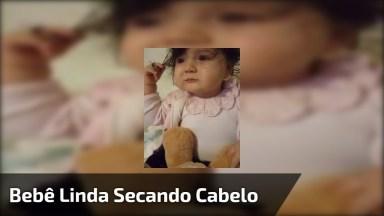 Bebê Linda Secando Cabelinho, Olha Só Que Coisinha Mais Fofa!