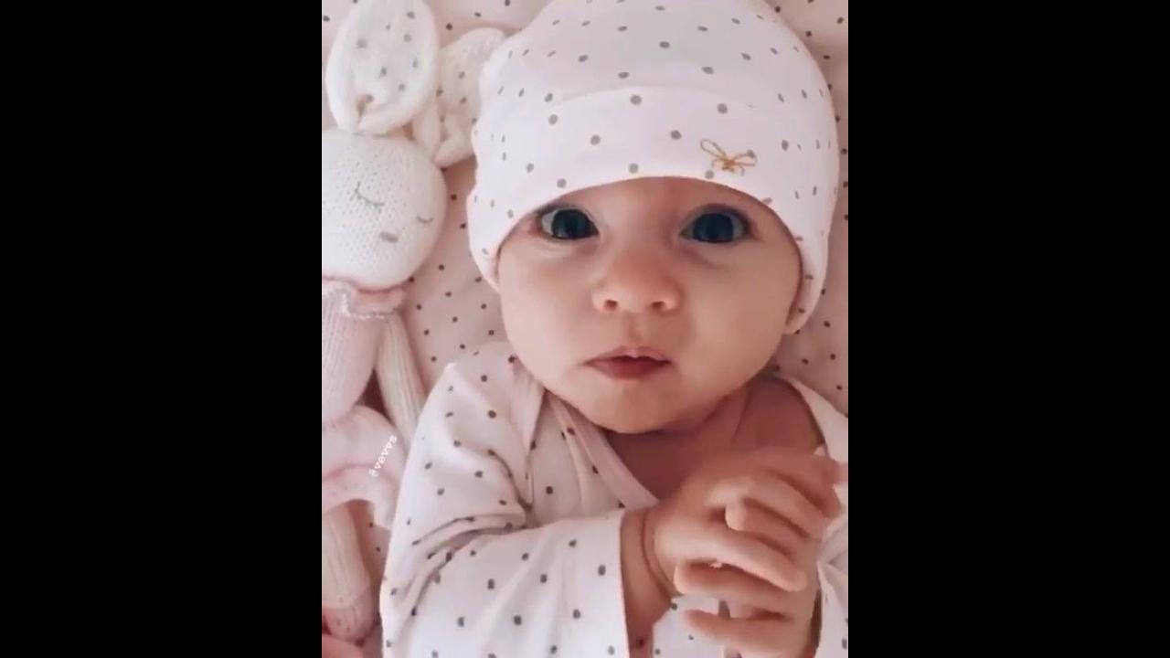Bebê lindo para compartilhar no Facebook e alegrar seus amigos