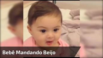 Bebê Mandando Beijo Pra Mamãe, Que Neném Mais Linda Gente!