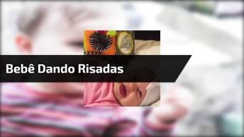 Bebê Menina Dando Risadas, Ela É Muito Linda, Confira E Compartilhe!
