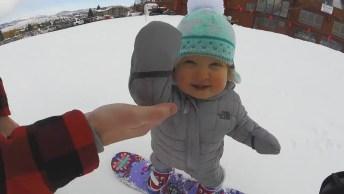 Bebê Praticando Snowboard, Ele Tem Mais Equilíbrio Que Eu, Que Fofinho!
