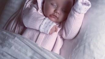 Bebê Recém Nascido Com Roupinha Rosa Clara, Uma Fofura!