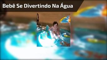 Bebê Se Divertindo Na Água, Um Brinquedo Que Toda Criança Deveria Ter!