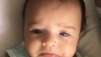 Bebê Se Emociona Ao Ouvir Música, Olha Só O Beicinho Mais Lindo!