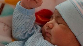 Bebê Sorrindo Enquanto Dorme, O Vídeo Mais Lindo Que Você Vai Ver!