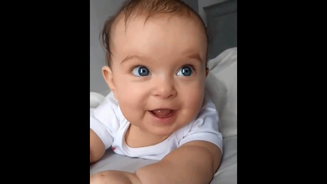 Bebê sorrindo, tem sorriso mais lindo que esse