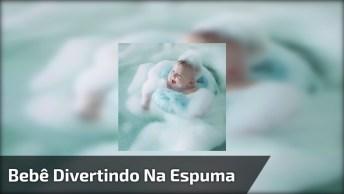 Bebê Tomando Banho De Espuma, Que Divertido Esse Banho Hein!