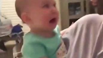 Bebês Assustados Com As Mamães Com Mascara Facial, Muito Engraçadinho, Confira!