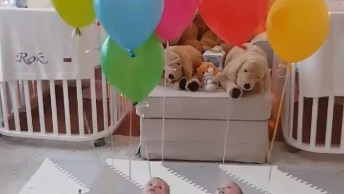 Bebês Brincando Com Balões De Festas, Não Esqueça Nunca De Supervisionar!