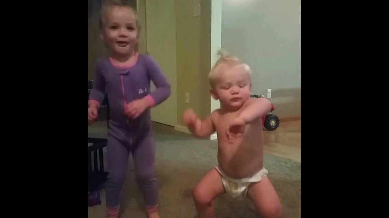 Bebês dançando umas danças bem engraçadas, confira e compartilhe!