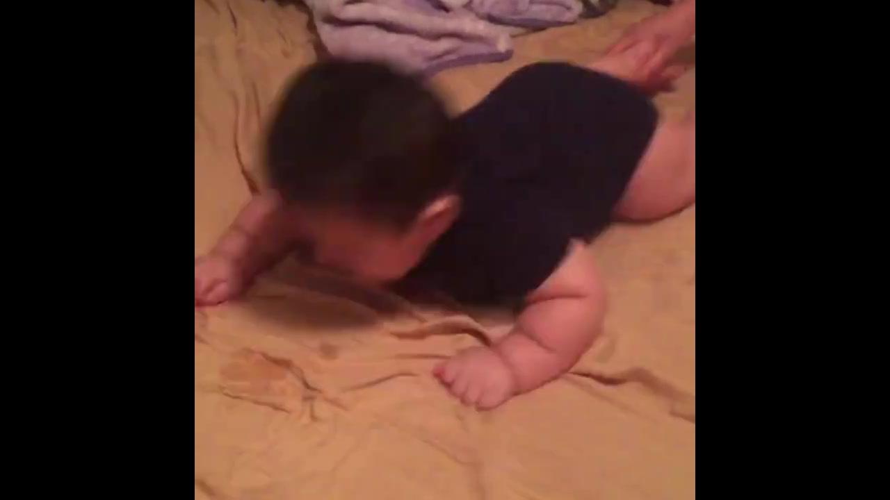 Bebês fazendo coisas engraçadas, você vai amar essas fofuras!
