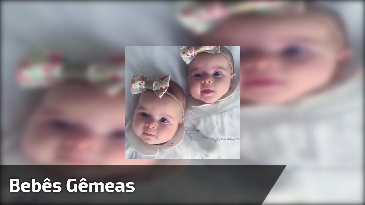 Bebês gêmeas
