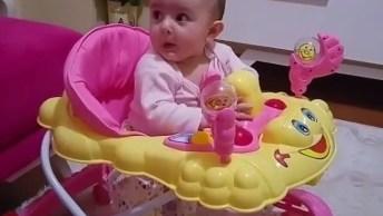 Bebezinha Linda Imitando O Papai! Eles Sempre Se Espelham Nos Pais!