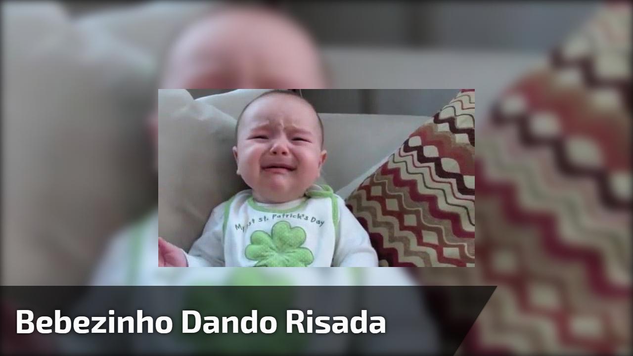 Bebezinho dando risada