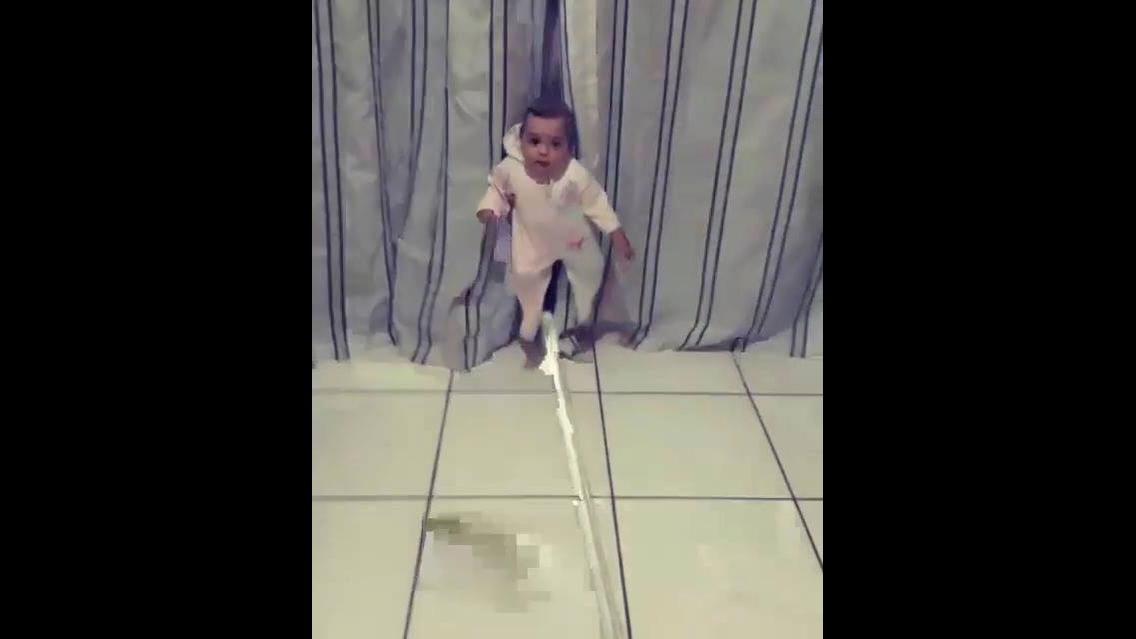 Brincando de fazer mágica com o bebê hahaha