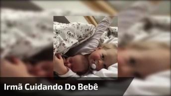 Cena De Irmão Dormindo E O Mais Velho Cuidando Do Bebê, Que Lindos!