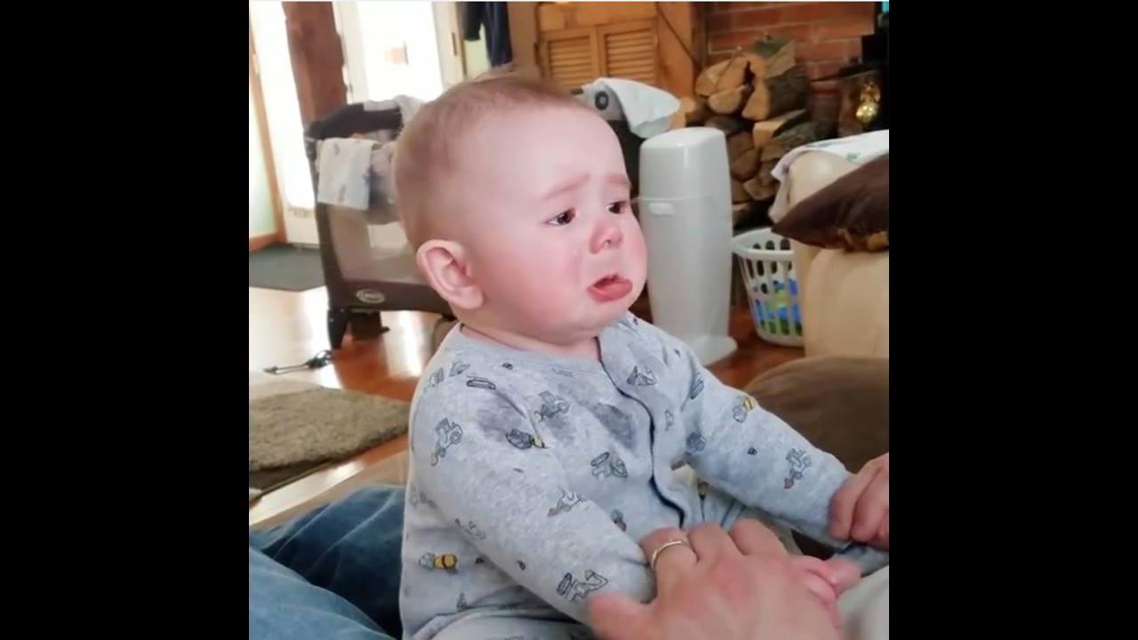 Coisas engraçadas que os papais fazem com os bebês