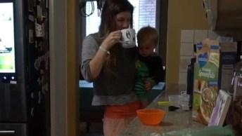 Como É A Noite De Uma Mãe De Dois Bebês? Veja Neste Vídeo Um Exemplo!