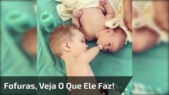 Criança Sem Mãos E Sem Partes Dos Braços Acalma Bebê Colocando Bico Na Boca!