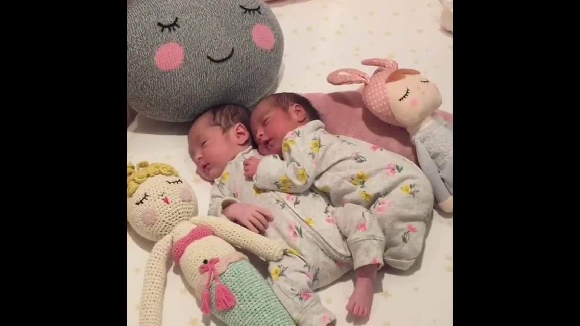 Dupla de bebês mais linda do dia
