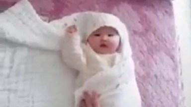 Embalando Um Bebê De Um Jeito Diferente, Confira E Compartilhe!