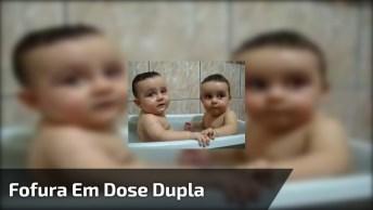 Fofura Em Dose Dupla! Veja Só Que Lindo Esse Gêmeos Tomando Banho!
