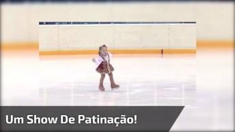 Garotinha De Apenas 2 Anos E Meio Da Um Show De Patinação No Gelo Na Russia!