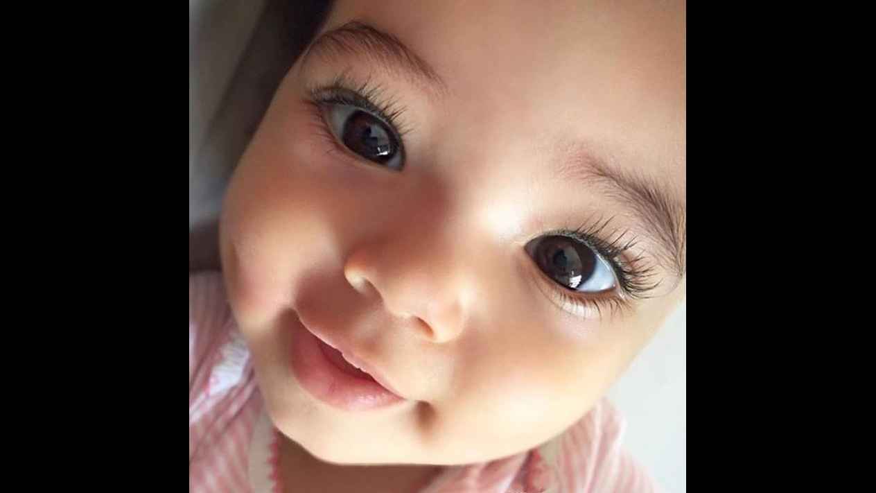 Imagens de bebês e crianças sendo muito fofas