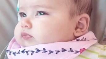 Linda Bebê Com Brinco Na Orelhinha, Que Bebê Mais Linda!