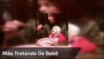 Mãe Comendo A Comida E Não Dá Para O Bebê, Que Judiação!