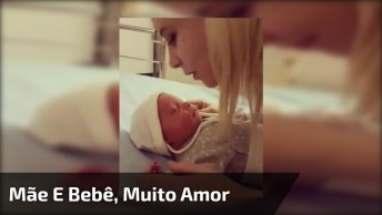 Mãe E Bebê Trocando Amor, Muito Carinho Envolvido, Confira!