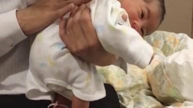 Massagem Nas Costinhas Do Bebê Para Ajudar Na Cólica, Confira!