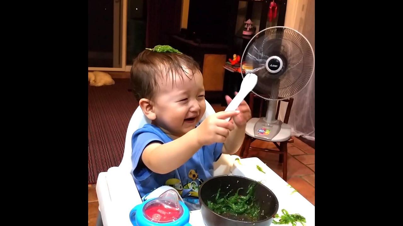 Momentos mais engraçados de bebês, impossível não rir com esses pequenos!