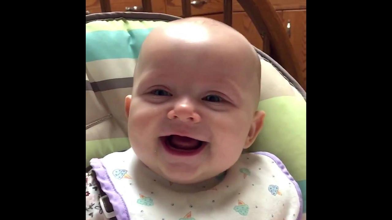 Momentos mais engraçados de Bebês