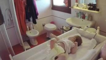 Quando O Papai Vai Trocar A Frauda Do Bebê, É Bem Assim Mesmo Hahaha!
