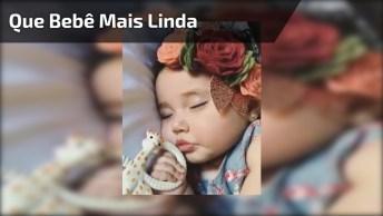 Que Bebê Mais Linda, Que Luxo Ela Dormir, Com Direito A Flores Na Cabeça