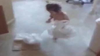 Que Vídeo Engraçado, Kkk! Olha A Reação Desta Garotinha Ao Ser Pega Pela Mãe!