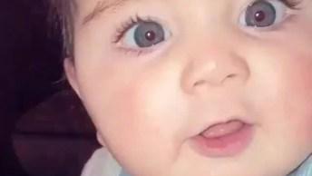 Risada Gostosa De Bebê, Tem Como Não Se Contagiar Com Essa Risada?