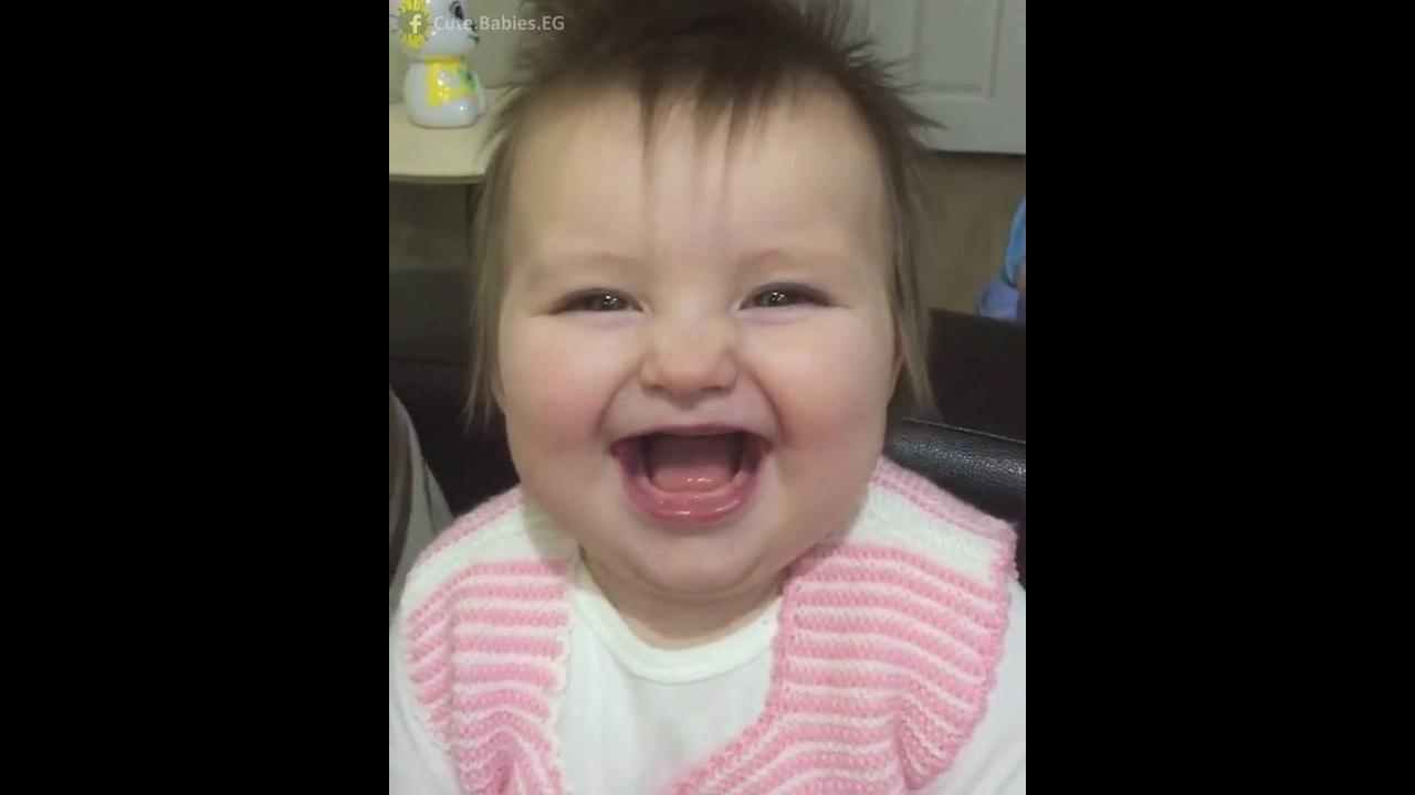 Risadinha banguela mais linda que você vai ver hoje